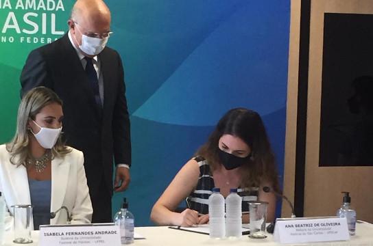Reitora Ana Beatriz de Oliveira toma posse no MEC