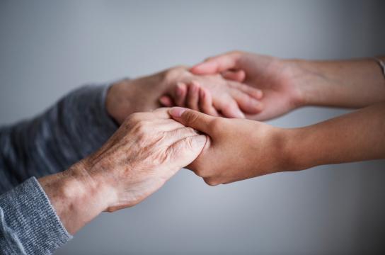 Projeto de telessaúde atua junto a idosos com demência e cuidadores